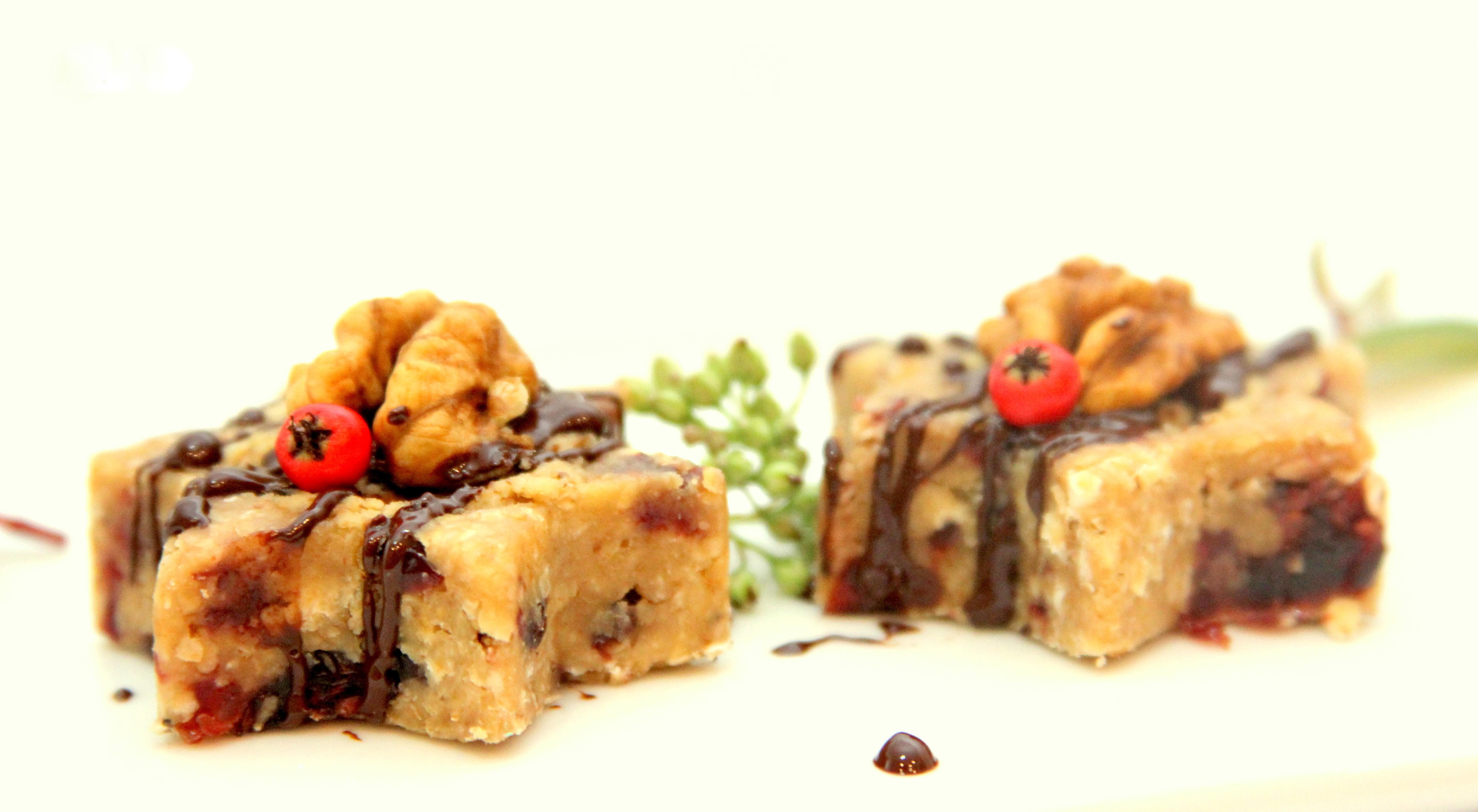 Raw musli koláčiky plnené orechovou plnkou