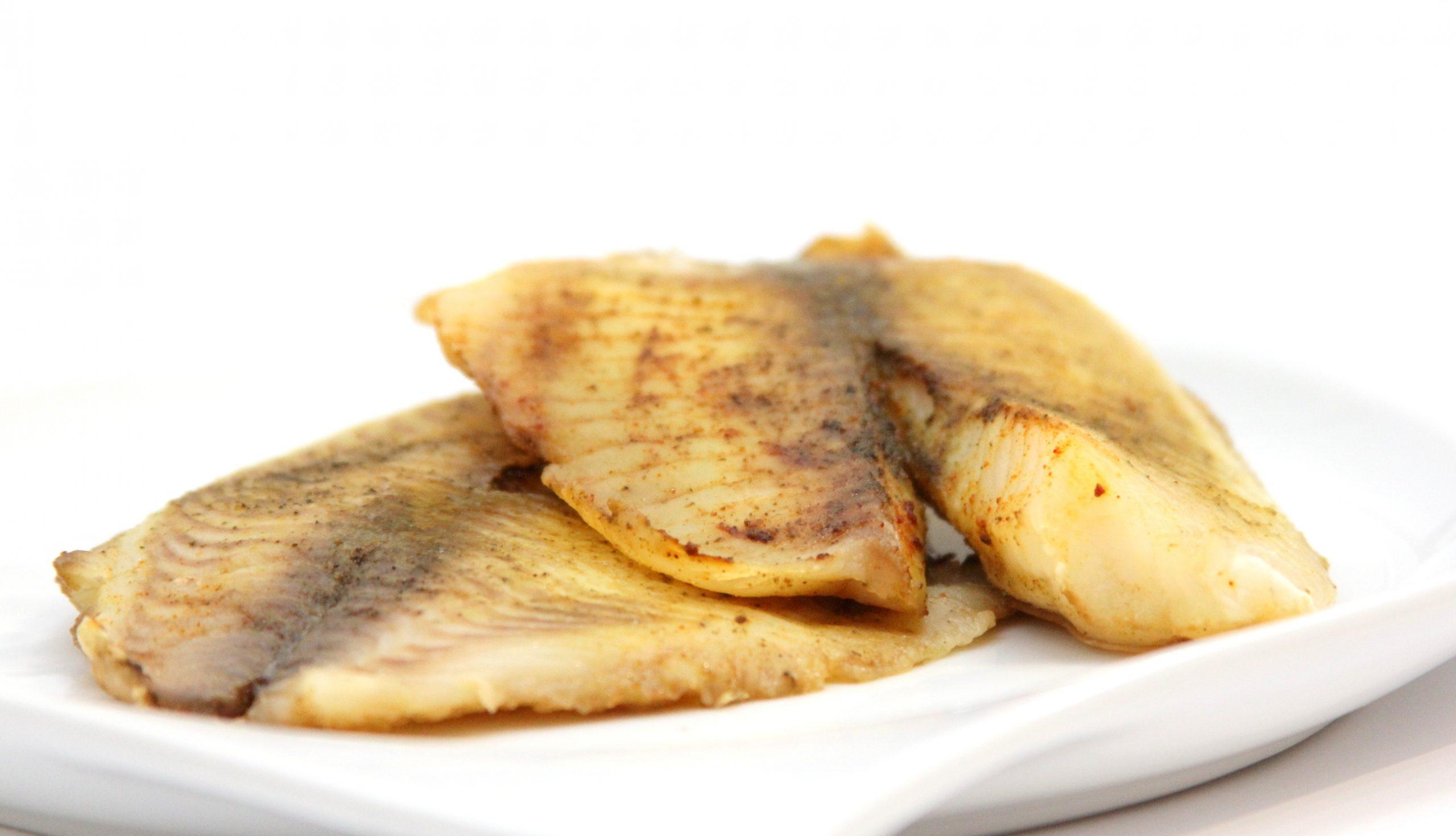 Pečená tilapia s kurkumínom a rozmarínom
